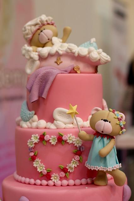 4 דוגמאות לעוגות בצק סוכר שכל אחד יכול להכין בבית