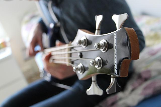 שיעורים בגיטרה בס